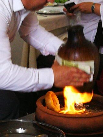 Culture Museum Restaurant: PREPARACIÓN DEL PLATO TÍPICO
