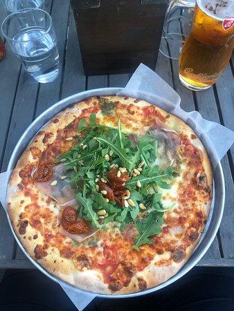 Pizza av riktigt hantverk