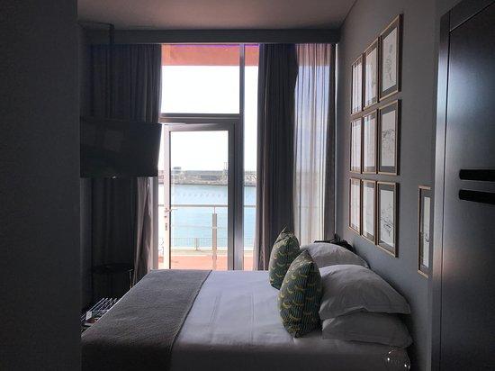 Pestana CR7 Funchal: Bedroom with view of Marina