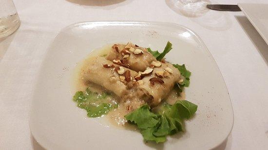 Ristorante La Spagnola: Seafood paella and tuna rolls with almonds
