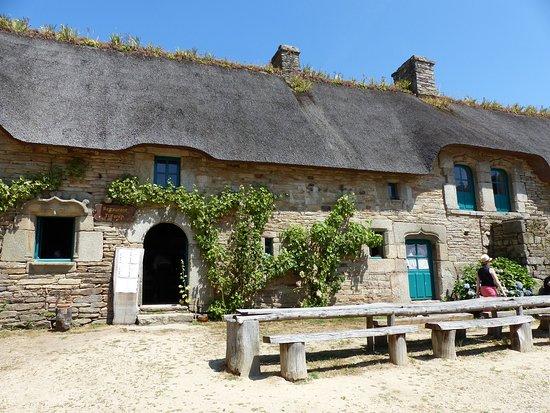 Village de Poul-Fetan: L'auberge où il est possible de déjeuner et de découvrir quelques spécialités