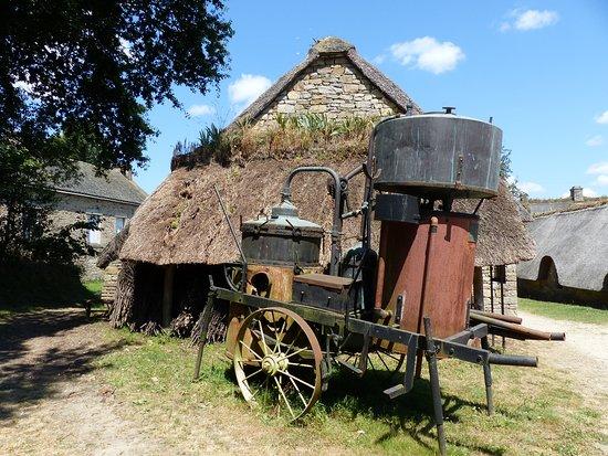 Village de Poul-Fetan: Des outils d'autrefois