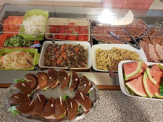 Blaesheim, فرنسا: Exemple d un buffet d entrées du plat du jour (du mercredi au vendredi midi)