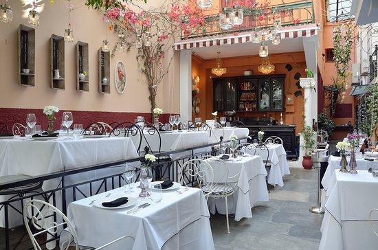 2MAZI Restaurant