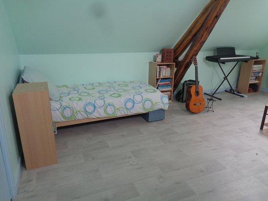 Orbigny, Francja: 2ème lit d'une personne dans le salon