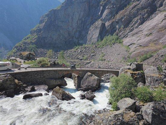 Ovre Eidfjord, นอร์เวย์: Måbø Bridge on the way to Vøringfoss waterfall