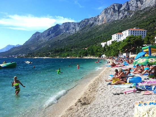 The beautiful beach in Gradac between Ploče and Makarska, a few kilometers long, is comfortable for a long, long walk. At every step you will find a café and friendly hosts.