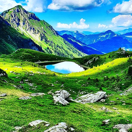 Portes du Soleil, Schweiz: Amazing picture from the Chésery lake in the canton of Valais in the swiss mountains 🇨🇭! Magnifique vue sur le lac de Chésery dans le canton du Valais dans les Alpes suisses. Che bel laggo nel cantone di Valais nella Svizzera ! Enjoy the picture and relax !