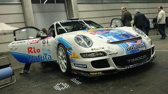 Bilbao Exhibition Centre: Fotografía de un Porsche 911 GT3 en la exposición 'Retroclásica BEC'.