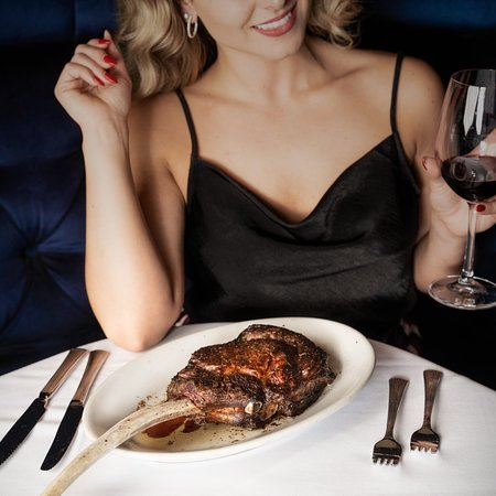 Nothing says the weekend like a red lip and upgraded steak. See you inside Ruth's to fulfill your cravings!