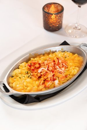 A fan favourite. No one does mac n' cheese like Ruth's Chris. Enjoy our heavy portion of lobster mac n' cheese tonight.