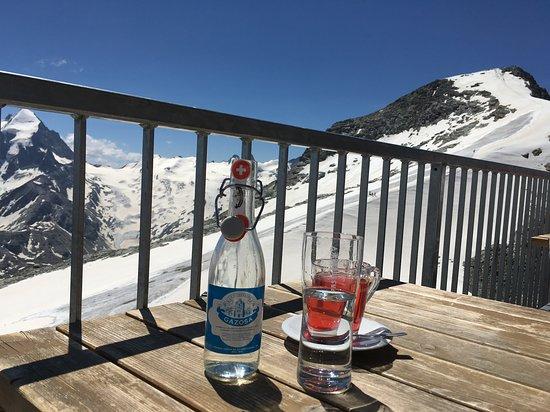 Restaurant 3303, Corvatsch: テラス席は素晴らしい景色を楽しめます。