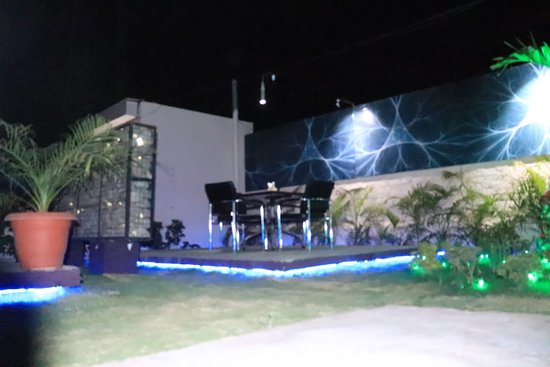 Hotel Pawanraj: Garden