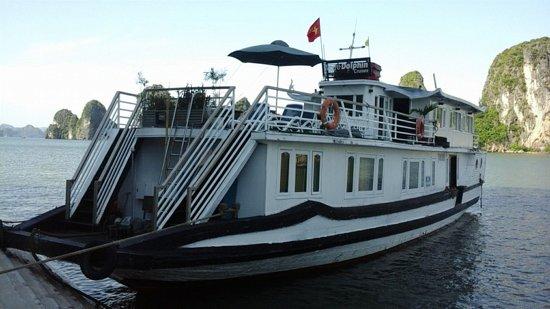 White Dolphin Cruises