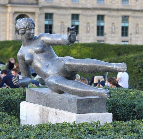 Statue L'Air: Je ne peux que féliciter le modèle pour avoir réussi à rester dans cette position