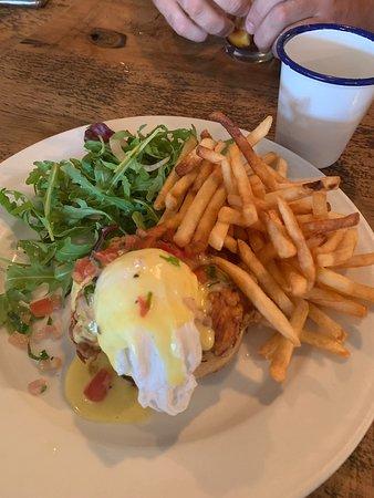 Shanes On Canalside: Buttermilk chicken on crumpet brunch