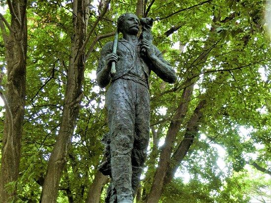 Edwin Dun Statue