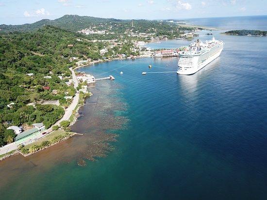 West End, Honduras: Cruise ship dock