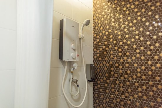 Lawas, Maleisië: Private bathroom in every single room.Water heater is also provided in every room.