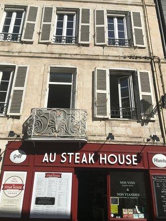 Au Steak House: Belle terrasse à l'ombre et au soleil !!!