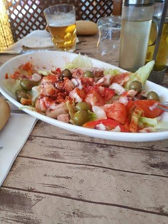 Cañaveral, España: Ensalada de pulpo con pimentón de la Vera.