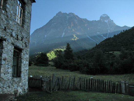 комната №2 – Bild från Peak Mazeri Guest House, Mazeri - Tripadvisor
