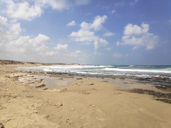 Bet Hananya, อิสราเอล: חוף הכפר גסר א זרקא בשפכי הנחל