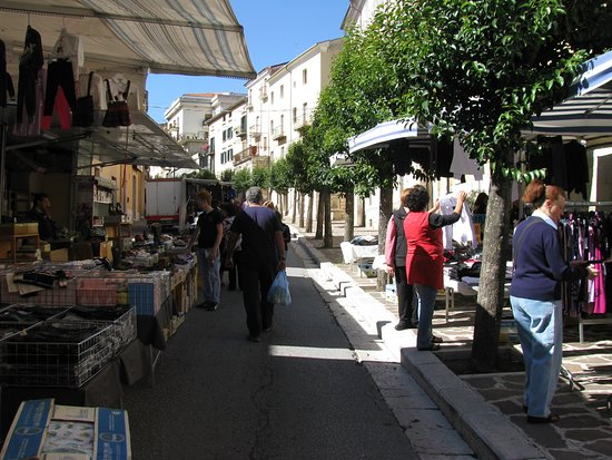 Frosolone, Italië: market day