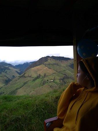 Департамент Кальдас, Колумбия: Para aquellos que saben disfrutar los hermosos paisajes durante sus viajes seguro las amarán, estos pintorescos vehículos son muy divertidos y forman parte de la identidad colombiana.