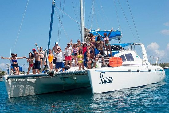 Sailing and Snorkeling Isla mujeres...