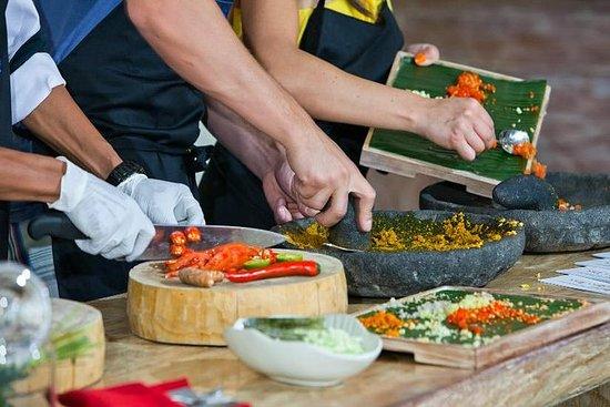 Clase de cocina balinesa y visita al...