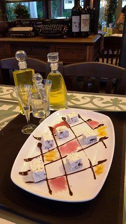 "Iolkos: Ένα κλασικό γλυκό με την δική μας προσέγγιση...""Αρμενοβίλ""το ελληνικό...σεμι φρέντο με καβουρδισμένα αμύγδαλα και κομματάκια μαύρης σοκολάτας."