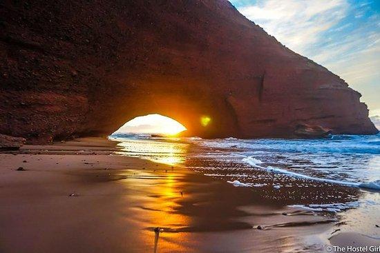 从阿加迪尔到sidi ifni mirleft el gazira海滩的一日游
