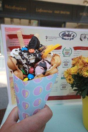 Jetzt neu bei uns Bubble Waffle - drei Sorten mit Eis, Früchten, div. Toppings und Süßigkeiten - für nur 5,90 €. Kommt und probiert es aus! Wir sehen uns in Uderns