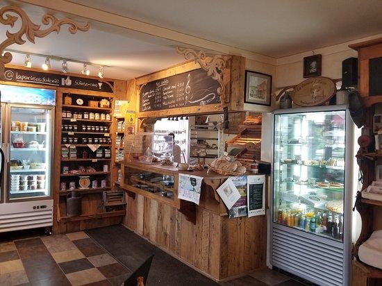 Salle à manger - Picture of La Paniere d\'Alexie, Oka - TripAdvisor