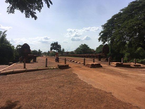 Kampong Kdei, Kambodsja: プラプトス橋