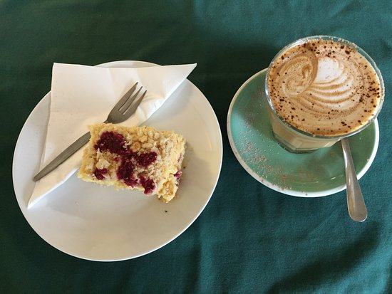 Eudlo, Australia: Vanilla slice and latte at the Big Love Cafe, great winter warmer!