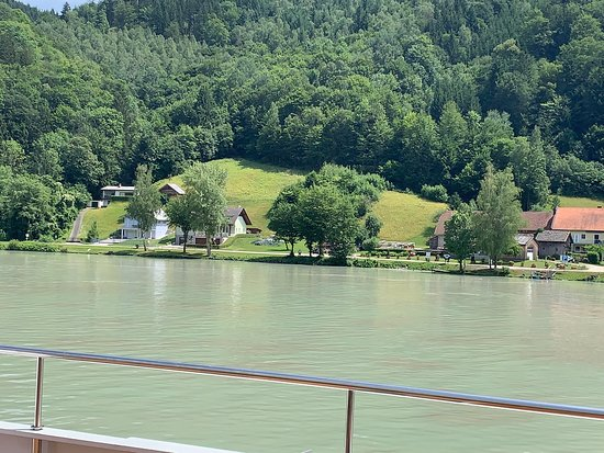 Hofkirchen im Muhlkreis, ออสเตรีย: View from river cruise