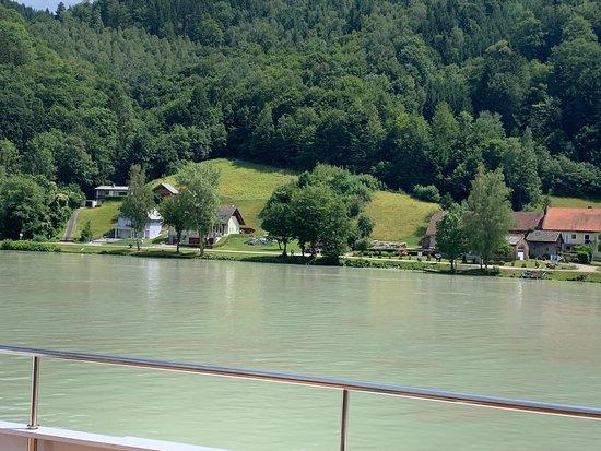 Hofkirchen im Muhlkreis, النمسا: View from river cruise
