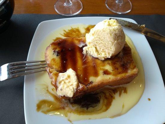 Barentin, ฝรั่งเศส: brioche perdue, glace à la vanille très bonne