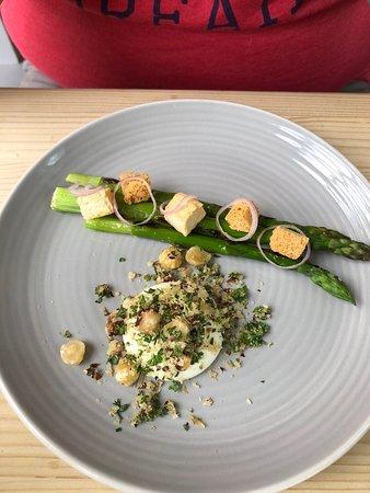 Braybrooke, UK: Charred Asparagus 