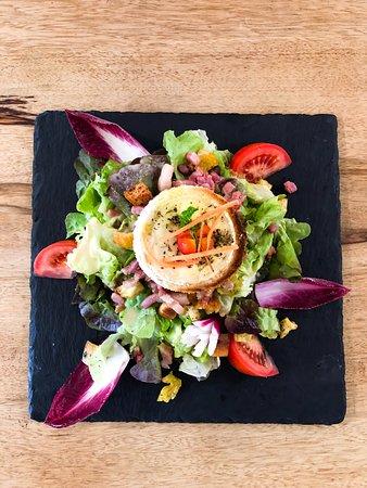 La Voile Blanche - Salade de chèvre chaud