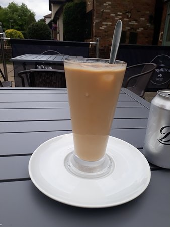 Walton on the Hill, UK: Perfect drink for a hot day, iced latte