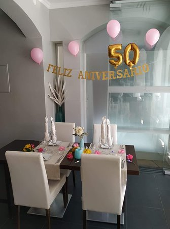 Restaurante Julius: Our table awaiting arrival