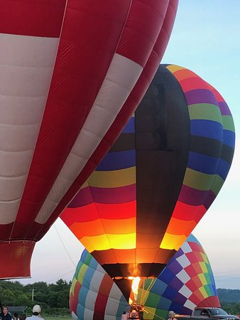 All aglow. - Wellsville Balloon Rally