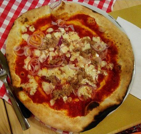 Spineto Scrivia, Italy: pizza tonno e cipolle