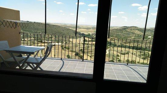 Amplia Terraza Con Mesa Y Sillas 2 Butacas Increíbles