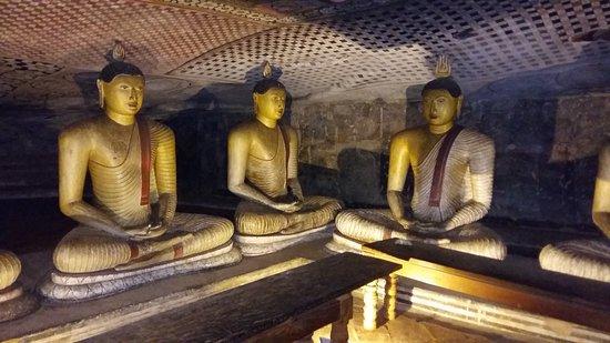 Dabulla Cave Temple