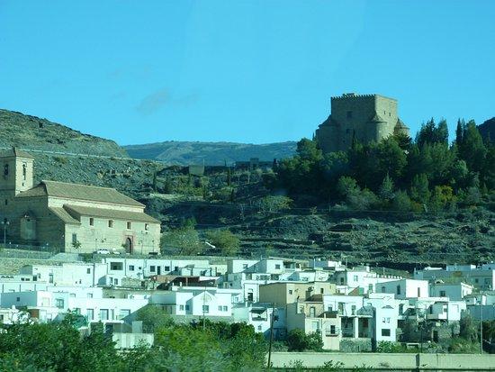 Gergal, สเปน: En la Colina