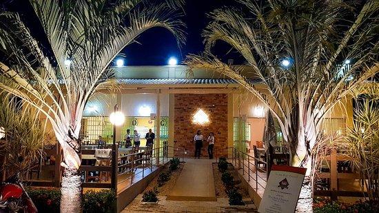 Entrada do Tabu Restaurante a noite!